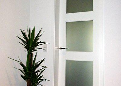 HUGA-Weißlack-eckig-LA-11-Verglasung-ESG-Satinato-2475-x-860-mm-Band-VX-160-18-1